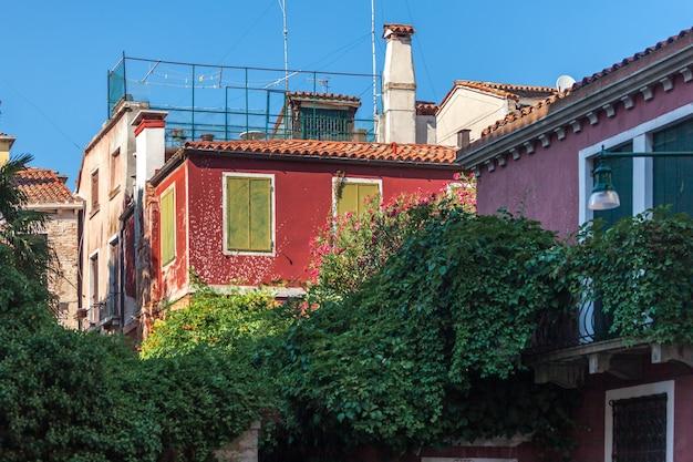 베니스, 이탈리아의 역사적인 건축물과 좁은 거리