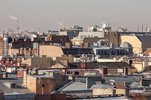 鳥瞰図から見た春先のサンクトペテルブルクの歴史的中心部、
