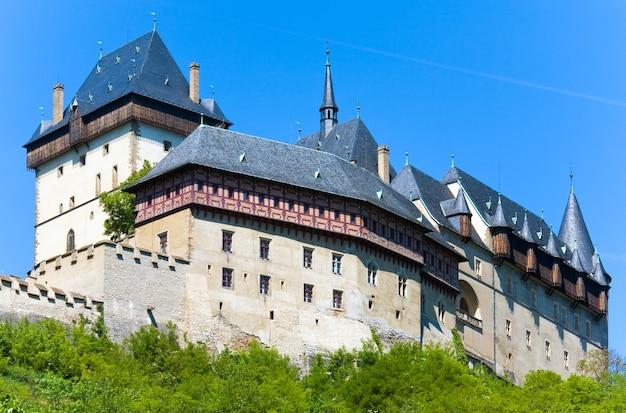 チェコ共和国の歴史的な中世のカルルシュテイン城