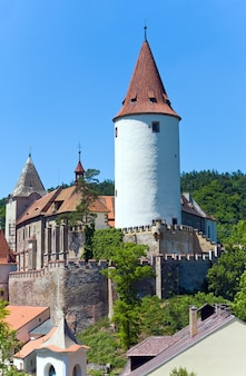チェコ共和国の歴史的な中世のクジヴォクラート城(中央ボヘミア、プラハ近郊)