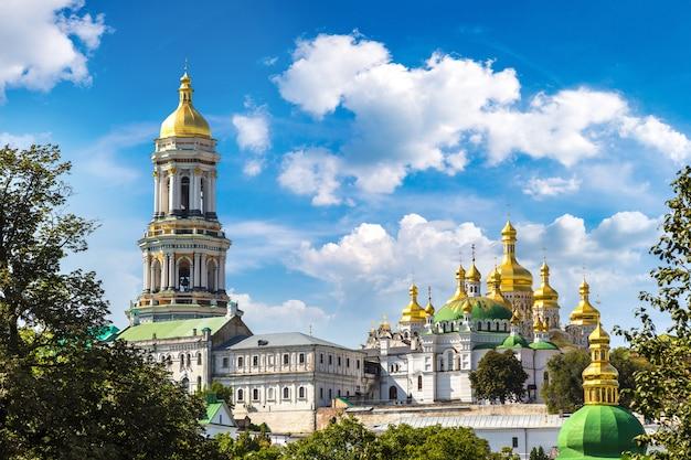 キエフの歴史的な正教会のキリスト教修道院