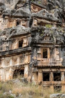 역사적인 장소 . demre, myra, 터키의 암석 절단 리키 아 무덤
