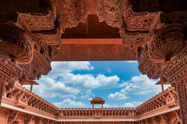 Historic red sandstone agra fort of medieval india Premium Photo