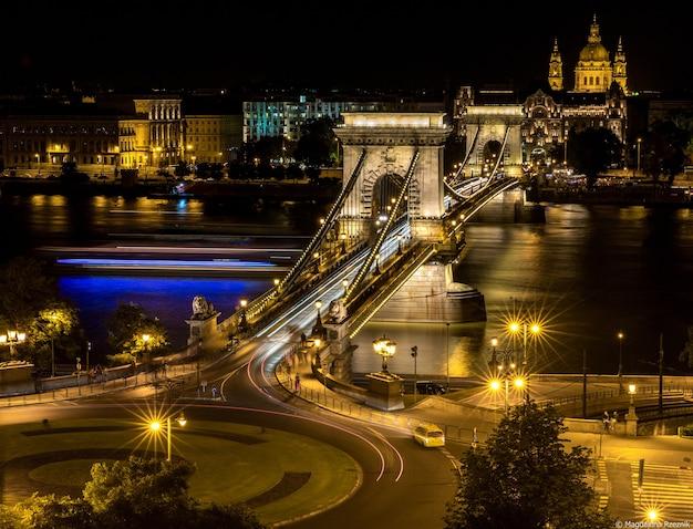 Storico ponte delle catene széchenyi, budapest, ungheria