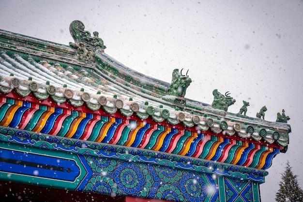 雪に覆われた歴史的建造物