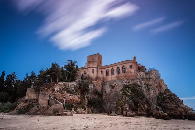 歴史ある城サンジョアンはフェラグドのアラデを行います。