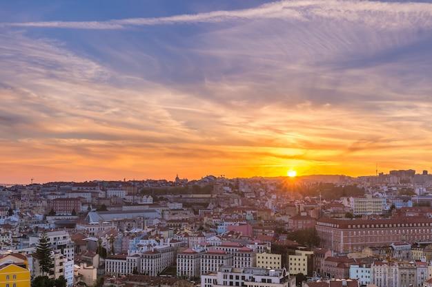 Исторический центр лиссабона на закате, португалия