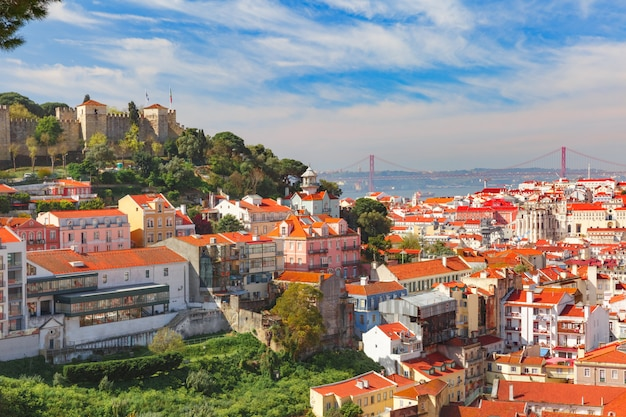 晴れた日にポルトガルのリスボンの歴史的中心部