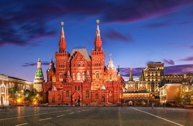 Исторический музей красная площадь в москве под голубым небом