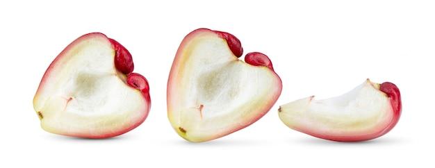 白い表面に分離されたhlafローズアップル