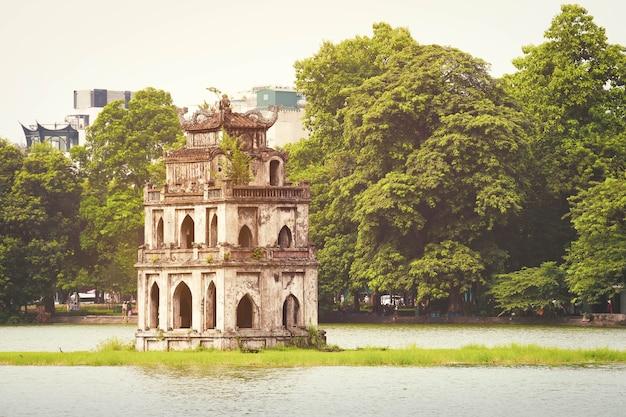 베트남 하노이의 hoan kiem 호수 (sword lake, ho guom)