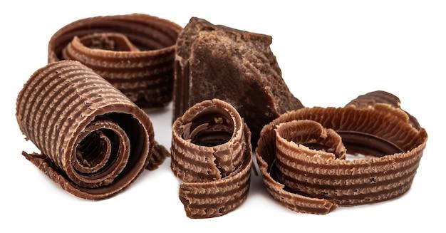 Hocolate стружки и кусочки шоколада, изолированные на белом фоне.