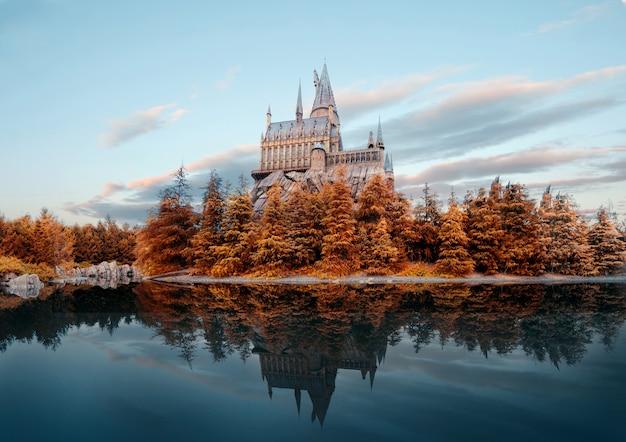Замок хогвартс в universal studio japan в осенний сезон