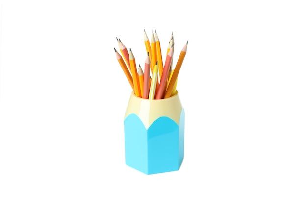 Держатель с карандашами, изолированные на белом фоне