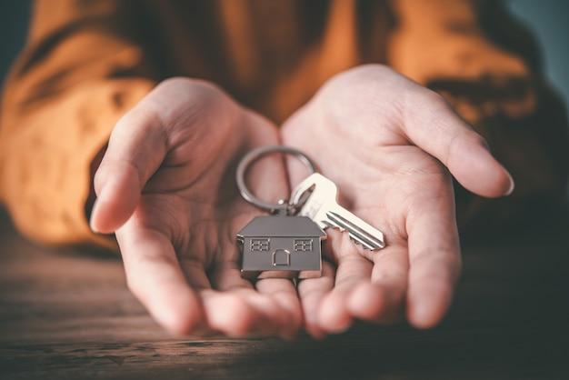 Концепция ключей от дома, ключи от нового дома, покупка нового дома