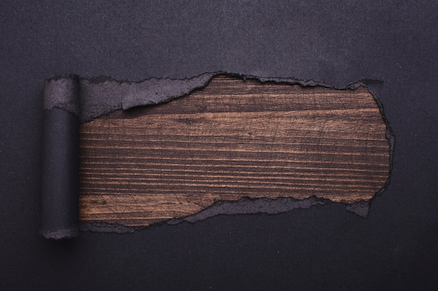 Дыра в черной бумаге. torn. деревянный . абстрактный .
