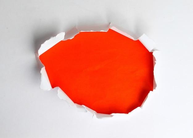 종이에 구멍