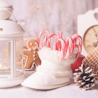 ホリデーキャンディー-白いブーティーのサンタの詰め物、クリスマスの装飾