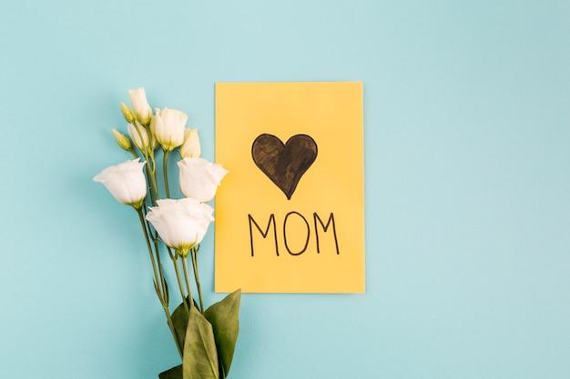 Поздравительная открытка с букетом цветов