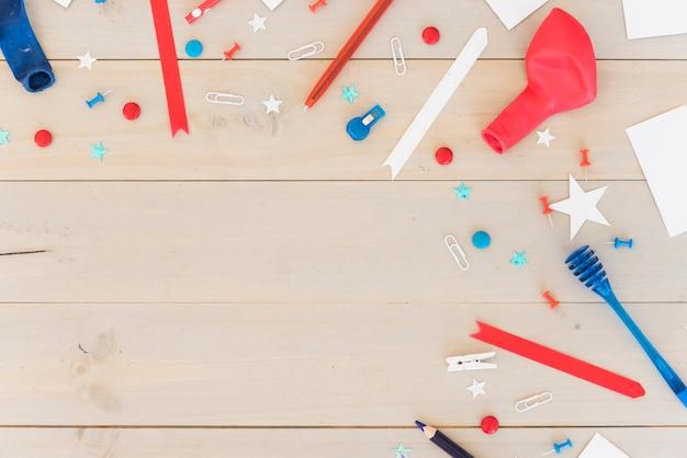 Decorazione di festa su superficie di legno