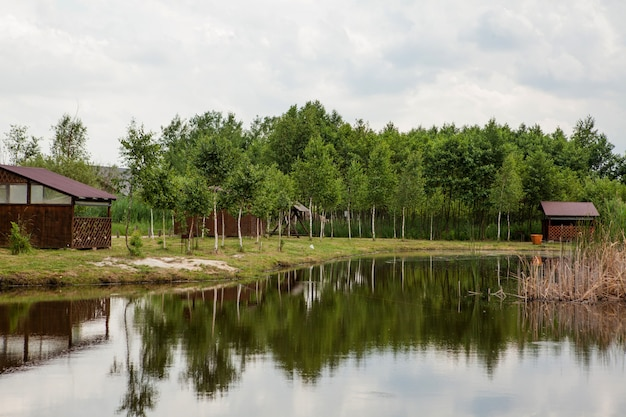 호수 근처 홀리데이 하우스