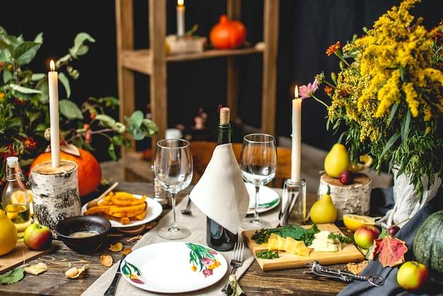 赤ワインとパスタと休日の週末のかわいいディナー