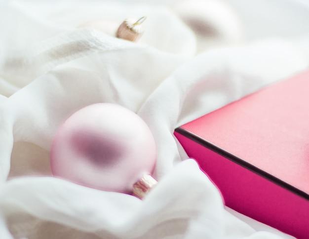 Праздники брендинг счастливой дачи и украшения концепция рождественский праздник фон праздничные безделушки ...