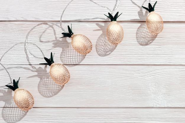 Праздники украшения дома с ананасом