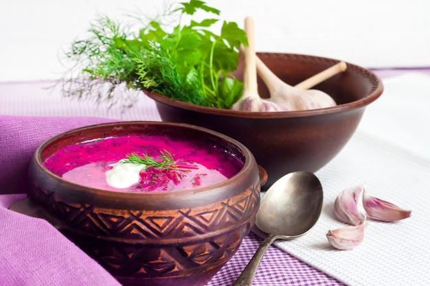 Холодник - традиционный литовский (русский, украинский, белорусский, польский) холодный свекольный суп.