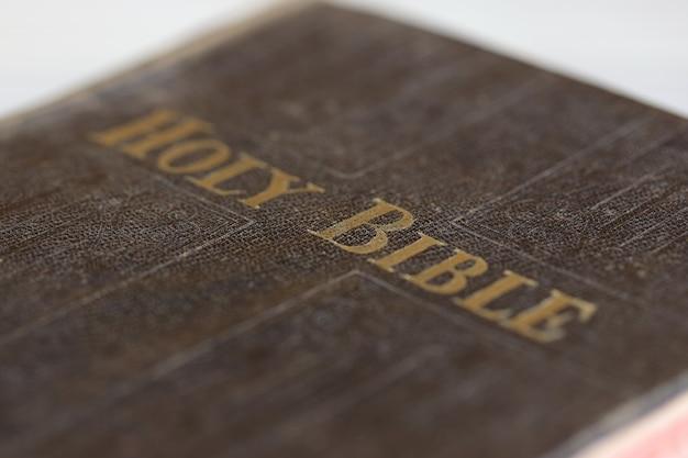 테이블에 성경