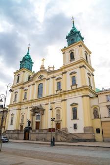 Церковь святого креста (kosciol swietego krzyza), варшава, польша. религия.