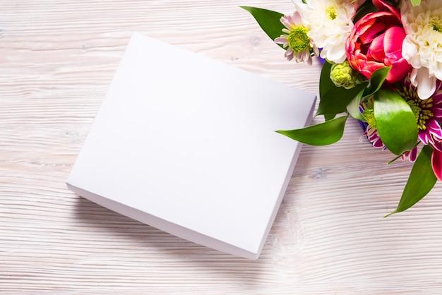 Holyday 개념, 나무 테이블에 선물 상자