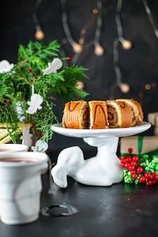 Рождественский сладкий десерт из домашней выпечки