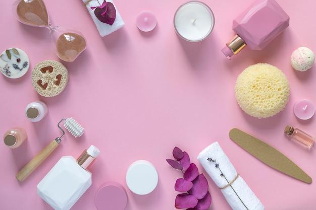 ホームビューティーエッセンシャル&ホームスパ。ピンクの背景。