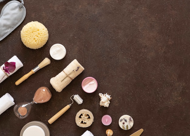 ホームビューティーの必需品とセルフケア。チョコレートの背景。コピースペース。
