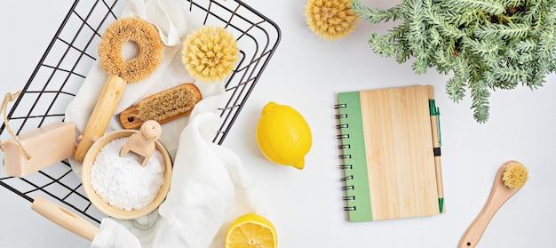 Уборка дома нетоксичные, натуральные продукты в корзине