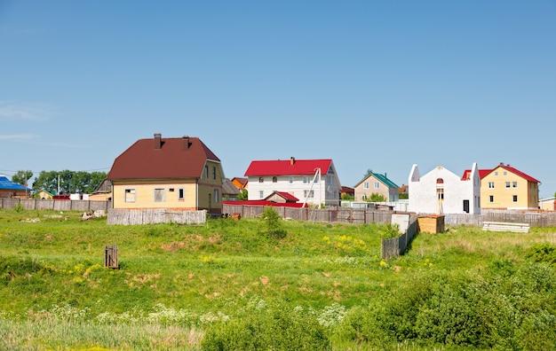 현재 푸른 하늘에 대 한 건설중인 홈