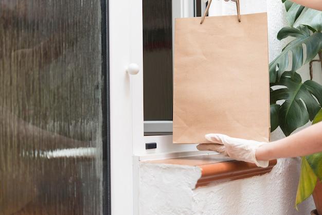 コロナウイルス感染症covid-19のため、検疫時に食料品を配達している家庭