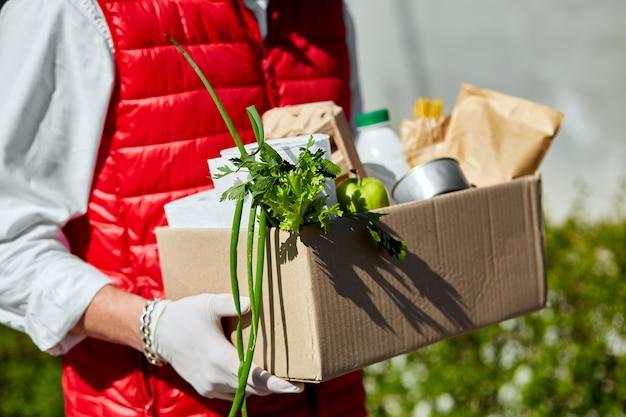 Доставка еды на дом во время вирусной вспышки, панических и коронавирусных заболеваний.