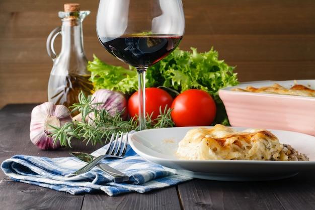 ラザニアとワインを使ったホームディナー