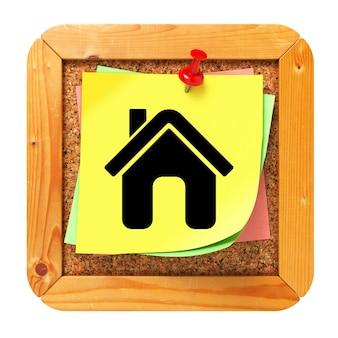 코르크 메시지 보드에 노란색 스티커에 홈 아이콘.