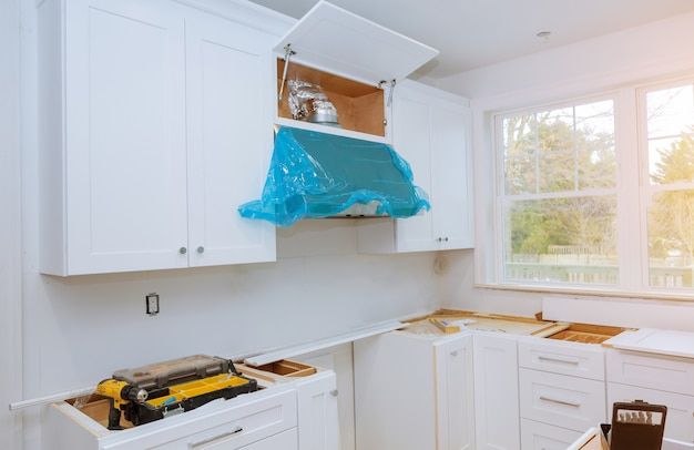 새로운 부엌에 설치된 홈 개선 주방 리모델링 웜의 전망