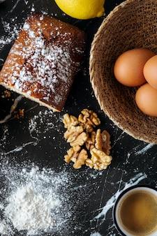 自家製ナッツケーキとコーヒーの材料