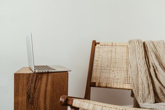 노트북이있는 홈 오피스 작업 공간