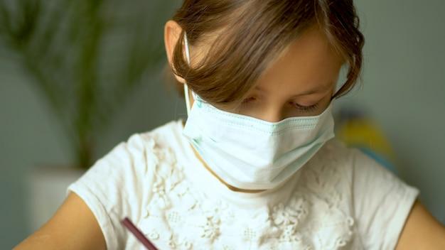 コロナウイルスcovid19の隔離期間中の家庭用トレーニング。