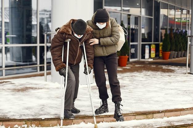 겨울 도시의 노숙자.