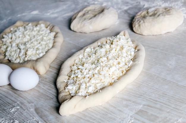 Домашний аджарский хачапури с сыром сулугуни