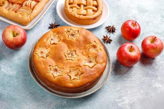 집에서 만드는 사과 파이, 케이크 및 galette.