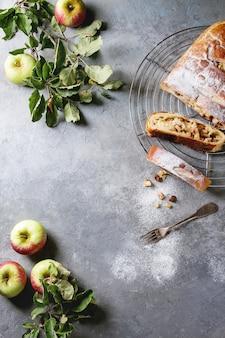 自家製のリンゴのシュトルーデル