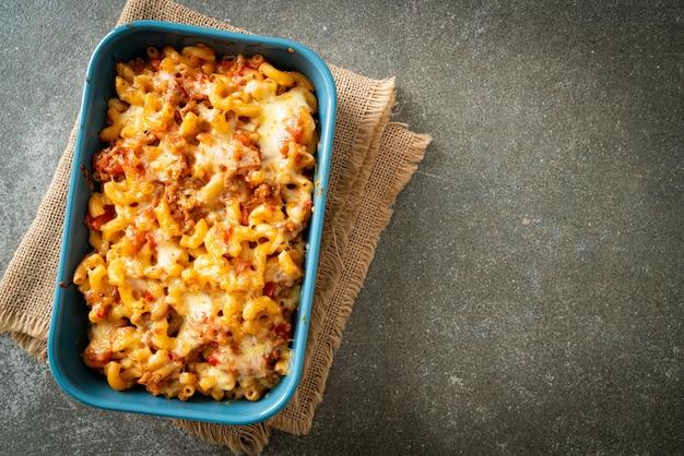 自家製焼きマカロニボロネーゼとチーズ-イタリアンフードスタイル